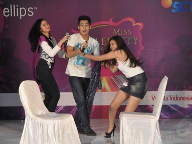 20 finalis Miss Celebrity 2014 kota Bandung beradu akting dengan Eza Gionino, (28/9/14). (Liputan6.com/Panji Diksana)