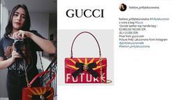 Tas Prilly yang satu ini bermerek Gucci. Tas yang berwarna merah ini berharga Rp 38 juta. (Foto: instagram.com/fashion_prillylatuconsina)