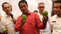 Menteri Pertanian di Area Kargo Logistik Angkasa Pura II, Denpasar.