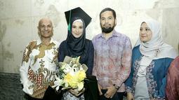 Shireen Sungkar menyelesaikan pendidikannya di jurusan publik relations di Fakultas Ilmu Komunikasi, Universits Moestopo pada April 2017. (Galih W. Satria/Bintang.com)