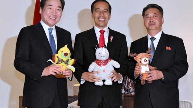 Jokowi bersama Perdana Menteri Korea Selatan Lee Nak-Yon dan Wakil Perdana Menteri Korea Utara Ri Ryong Nam (Dok. Biro Setpres Istana)
