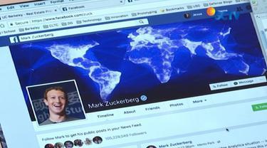 Pendiri Facebook Mark Zuckerberg, akhirnya buka suara soal pencurian data pengguna raksasa jejaring sosial tersebut. Apa tanggapannya?
