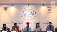Direktur Java Festi¬val Production Dewi Gontha bersama pihak terkait dan sponsor menyampaikan keterangan pers seputar Jakarta International Java Jazz Festival 2018 di Jakarta, Rabu (28/2). (Liputan6.com/Immanuel Antonius)