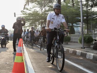 Anies Jajal Jalur Sepeda dari Veldrome ke Balai Kota DKI Jakarta