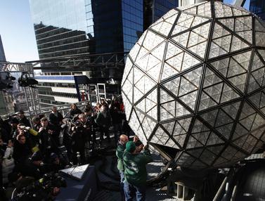 Bola Kristal Times Square