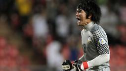 Di musim perdananya, Kosin bermain sekitar setengah musim. Setelah itu, ia kembali ke Thailand dan kembali ke Persib pada kompetisi musim 2009-2010. Saat itu, ia datang dengan nama baru, yakni Sinthaweechai Hathairattanakool. Meski begitu, Bobotoh tetap menyebutnya Kosin. (Foto: AFP/Nicolas Asfouri)
