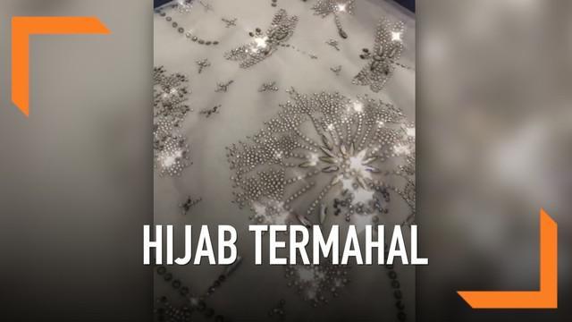 Sebuah brand Malaysia merilis hijab yang diklaim termahal di dunia. Produk ini menggunakan benang pilihan yang dihias menggunakan kristal Swarovski.