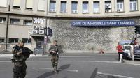 Lokasi serangan pisau di luar Stasiun Kereta Saint Charles, Paris. (AP)