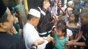 Tradisi Bagi-Bagi Uang Pengusaha Makassar di Pertengahan Ramadan