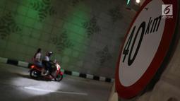 Pengendara motor melintasi underpass Matraman di Jakarta, Senin (10/4). Dibuatnya Underpass ini bertujuan mengurai kemacetan dari arah Cikini, Suropati, Menteng, menuju daerah Pramuka dan Matraman hingga Jatinegara. (Liputan6.com/Immanuel Antonius)