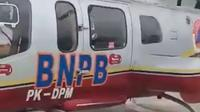 Helikopter BNPB yang sedianya digunakan untuk pemadaman kebakaran lahan digunakan Ketua DPRD Riau untuk kepentingan partai. (Liputan6.com/M Syukur)