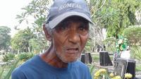 Opa Opong bekerja selama 13 tahun sebagai penjaga makam (Foto:Liputan6/Maria)
