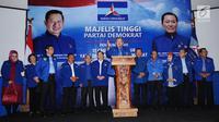 Ketua Umum Partai Demokrat, Susilo Bambang Yudhoyono menyampaikan nama bakal Cagub dan Cawagub yang akan diusung pada Pilkada 2018, Jakarta, Minggu (7/1). Majelis Tinggi Partai Demokrat telah memilih 17 pasang nama. (Liputan6.com/Helmi Fithriansyah)
