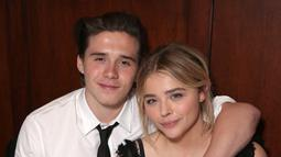 Brooklyn Beckham dan Chloe Moretz pun bisa dibilang miliki hubungan putus nyambung. Keduanya mulai pacaran di tahun 2016 namun putus nyambung hingga tahun 2018 ini. (Getty Images/Elle)