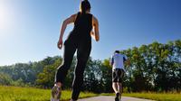 Mudah melakukannya dan modal murah tapi jalan kaki punya tiga manfaat. (Foto: blog.codyapp.com)