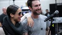 Alicia Keys meledek Adam Levine karena kini dapat merasakan bagaimana rasanya menjadi orang tua. (Foto: cocoafab.com)