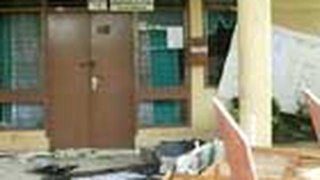 Kerusuhan di Sibolga, Sumatra Utara, 14 Mei silam menyisakan kerugian hingga miliar rupiah. Tak kurang dari 15 kantor kelurahan dan tiga kantor kecamatan di Sibolga rusak.