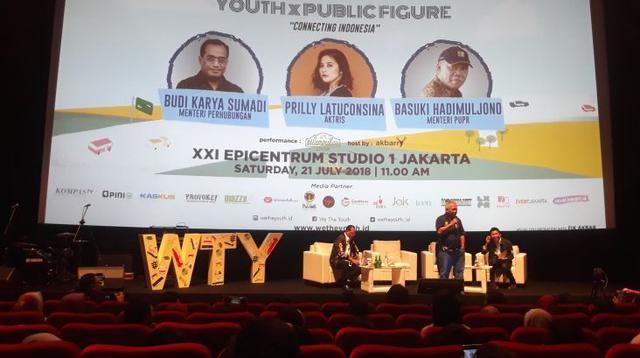 Menteri Perhubungan Budi Kayra Sumadi dan  Menteri UPR Basuki Hadimuljono menjadi narasumber dalam Talkhshow Diskusi Publik We The Youth, Sabtu (21/7/2018). (Dwi Aditya Putra/Merdeka.com)