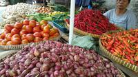 Harga bawang merah di Pasar Kebayoran Lama, Jakarta Selatan, naik dari Rp 30 ribu per kg jadi Rp 35 ribu per kg.
