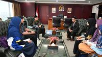 Wakil Ketua MPR RI Dr. H. M. Hidayat Nur Wahid saat menerima audiensi pengurus Yayasan Pemuda Nusantara Juara.