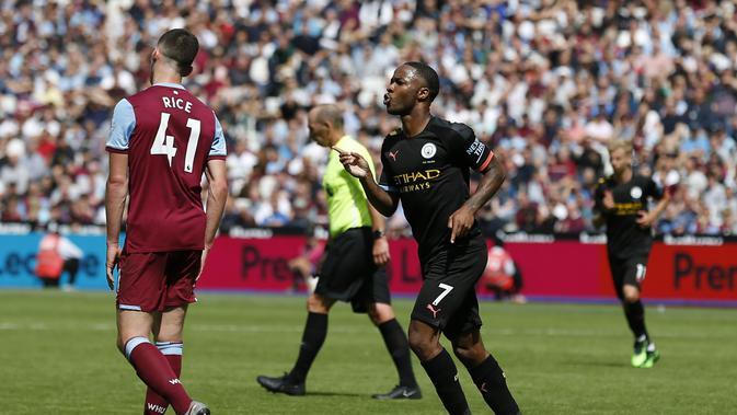 Raheem Sterling mencetak tiga gol saat Manchester City menang 5-0 atas West Ham United pada laga pekan pertama Premier League 2019-20. (AFP/Ian Kington)