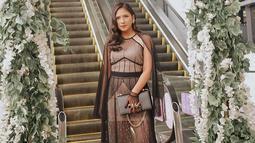 Saat hadir di premier film, Jessica Mila lebih sering mengenakan gaun malam atau dress sederhana. Meski terlihat sederhana, penampilan aktris 27 tahun ini tetap terlihat memesona. (Liputan6.com/IG/@jscmila)