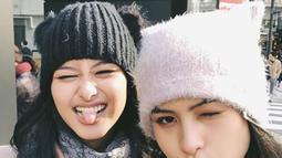 Potret liburan Maudy Ayunda dan Amanda Khairunnisa saat di Jepang. (Liputan6.com/IG/maudyayunda)