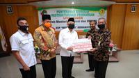 Dampak mewabahnya Covid-19 yang terjadi sejak bulan Maret 2020 hingga kini terus dialami oleh seluruh pelaku usaha di tanah air. Tak terkecuali yang dirasakan Koperasi Simpan Pinjam (KSP Mitra Jasa) di Kabupaten Indramayu Jawa Barat.