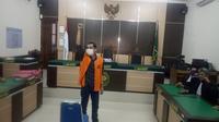 Pengadilan Negeri (PN) Banjarbaru menjatuhkan vonis 3 bulan 15 hari kurungan penjara kepada mantan Pimred, Banjarhits.id, Diananta Putra Sumedi. (Foto: Liputan6.com/Ableda Gunawan)
