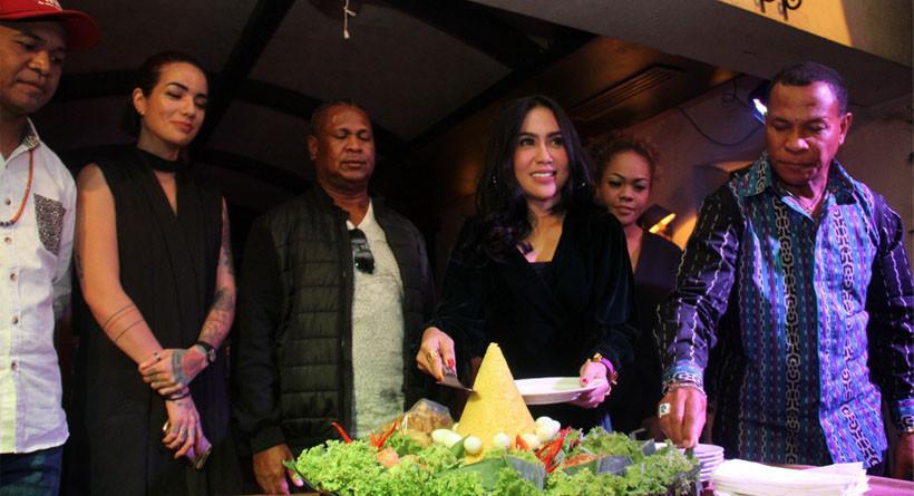 Sheila Marcia menghadiri acara perkenalan WinSas Project dan Label Oka Musik Entertainment (OME). (istimewa)
