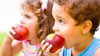 Lezatnya apel jangan ditolak. Paling tidak ada delapan manfaat bagi kesehatan dari sebuah apel. (Foto: wulongforlife.com)