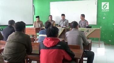 Seorang guru diduga melakukan pencabulan terhadap puluhan siswa di Jombang, Jawa Timur.