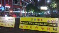 Kawasan physical distancing di Surabaya, Jawa Timur. (Foto: Liputan6.com/Dian Kurniawan)