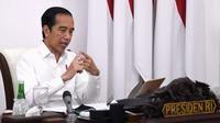 Presiden Joko Widodo memberikan arahan kepada Komite Penanganan COVID-19 dan Pemulihan Ekonomi Nasional melalui rapat terbatas yang digelar melalui konferensi video dari Istana Merdeka, Jakarta, Senin (27/7/2020). (Dok Kementerian Sekretariat Negara)