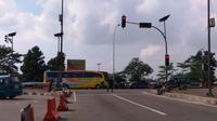 Lalu lintas di pintu keluar tol dan Simpang Cikampek terpantau ramai lancar, Jumat (24/6/2016). (Liputan6.com/Audrey Santoso)