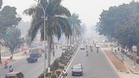 Kabut asap pekat yang menyelimuti Pekanbaru membuat aktivitas pendidikan lumpuh. (Liputan6.com/M Syukur)