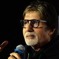 Amitabh Bachchan dalam konferensi pers rilis filmnya pada 2015 (AFP)