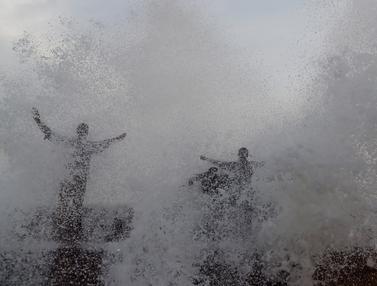 Musim Panas, Warga Pakistan Ramai-Ramai ke Laut