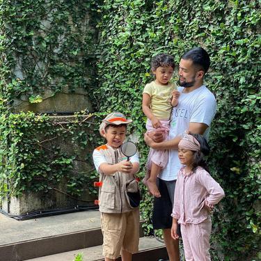 Teuku Wisnu dan anak-anaknya. (Instagram/ teukuwisnu)