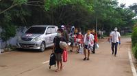 11 ODP di Kota Tangsel diperbolehkan pulang setelah menjalani masa karantina di Rumah Lawan Covid-19. (Liputan6.com/Pramita Tristiawati)
