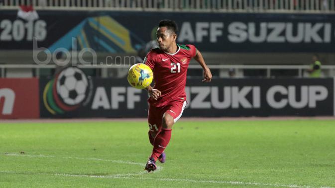 Andik Vermansah cedera saat melawan Thailand pada laga Final Piala AFF 2016 di Stadion Pakansari, Bogor, (14/12/2016). (Bola.com/Nicklas Hanoatubun)