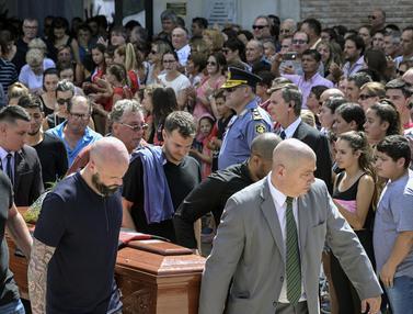 FOTO: Suasana Duka Menyambut Kedatangan Jenazah Emiliano Sala