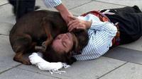 Persahabatan Anjing dan Manusia. (Sumber: Indiatimes.com)