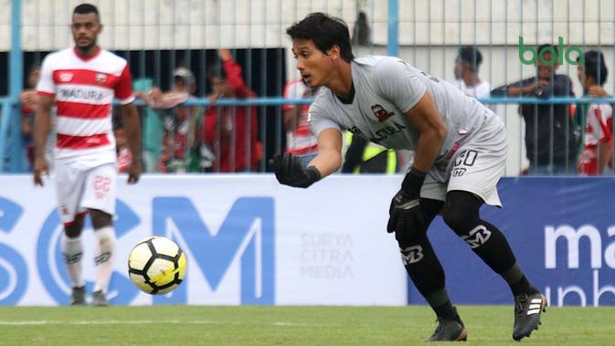 Muhammad Ridho Djazulie, kiper Madura United. (Bola.com/Aditya Wany)