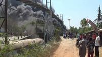 Kebakaran di tempat penggiling batu bara kasar ke halus (coal mill) di pabrik PT Tunggal Prakarsa Tbk (Indocement), Klapanunggal, Kabupaten Bogor, Jawa Barat, Sabtu (5/10/2019). (Liputan6.com/Achmad Sudarno)