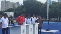 Presiden Jokowi didampingi Wagub DKI Sandiaga Uno resmikan fasilitas olahraga di GBK Jakarta. (Liputan6.com/Lizsa Egehem)