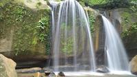 Daerah sekitar danau linting ada Air Terjun Tarunggang, Air Terjun Pelangi, Air Terjun Tanjung Raja, dan ada Lau Mentar Canyon.