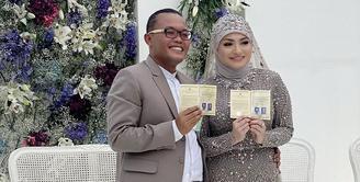 Kalau biasanya pasangan pengantin baru pergi bulan madu hanya berdua saja, namun tidak halnya dengan Sule dan Nathalie Holscher. Akan bertandang ke Bali dalam waktu dekat, mereka akan memboyong anak-anaknya. (Instagram/ferdinandsule)