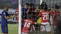 Persija Jakarta menahan Persib Bandung 1-1 pada pekan ke-16 Liga 1 2017 di Stadion Gelora Bandung Lautan Api, Bandung, Sabtu (22/7/2017). (Bola.com/Vitalis Yogi Trisna)
