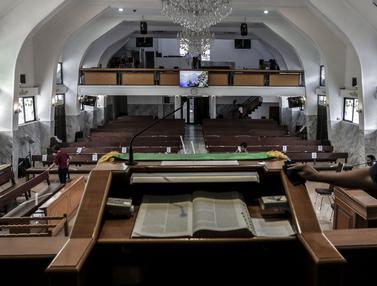 FOTO: Persiapan Kenormalan Baru di Gereja